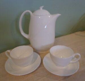 Wedgwood-SOLAR-SHAPE-225-Coffee-Pot-Teapot-amp-2-Cups-amp-Saucers-MINT