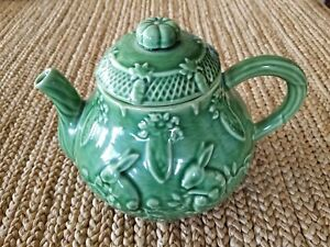 Bordallo-Pinheiro-Green-Bunny-Rabbit-Teapot-with-Lid-carrots-made-in-Portugal