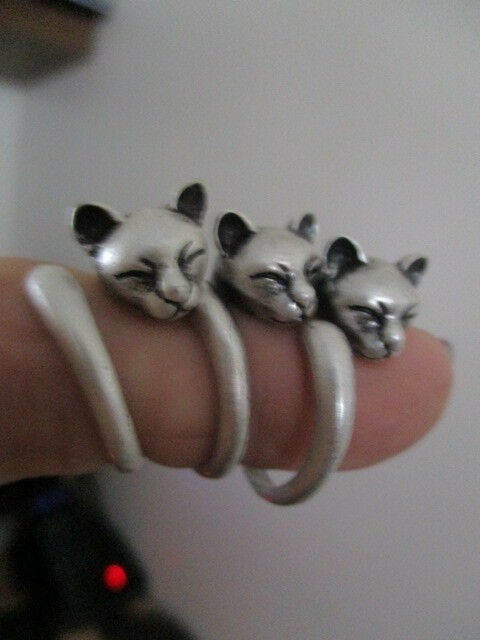 cute sleeping  cat  wrap a round  ring new in a matt silver colour