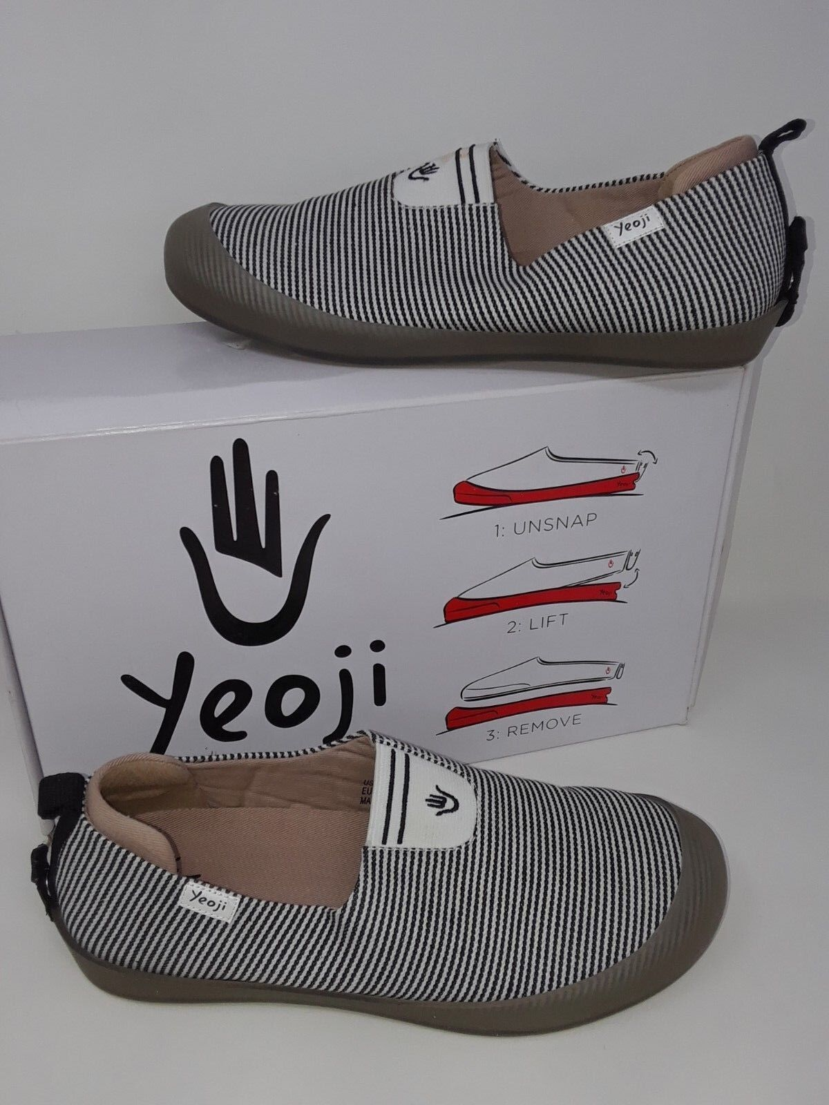 New in Box   Women's Yeoji 92-907B Black White Slip-on With Removable Sole P53