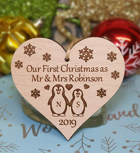 PERSONALISED-CHRISTMAS-DECORATION-TREE-BAUBLE-PENGUIN-1ST-CHRISTMAS-AS-MR-amp-MRS
