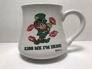 Vintage-Wallace-Berrie-Kiss-Me-I-039-M-Irish-15-1982-3040-Coffee-Mug