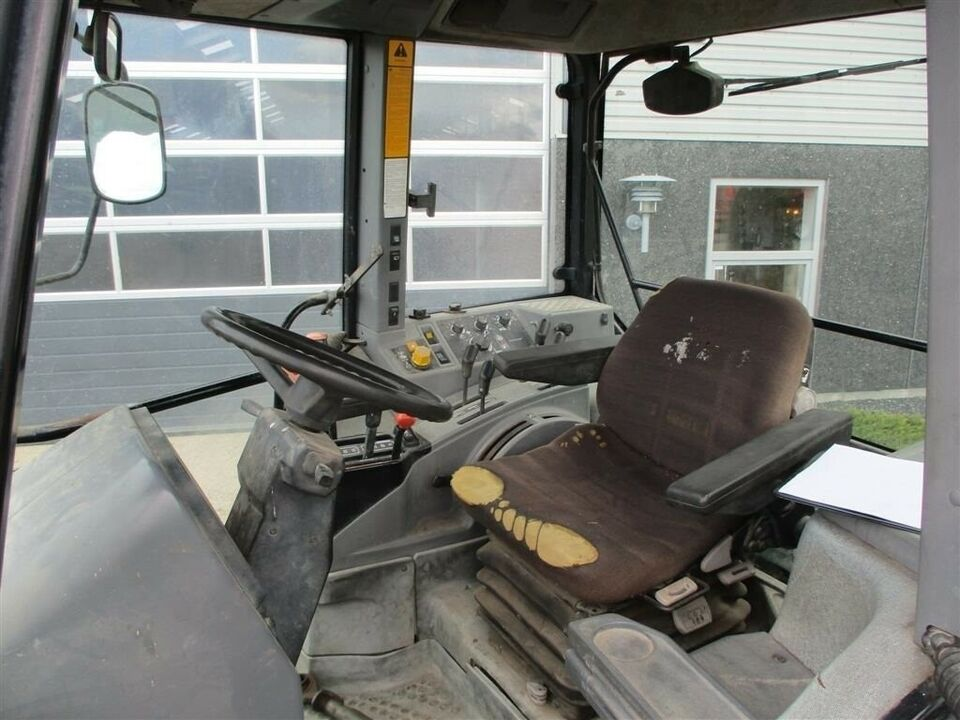 New Holland, 8240 Med Turbo på, timer 7067