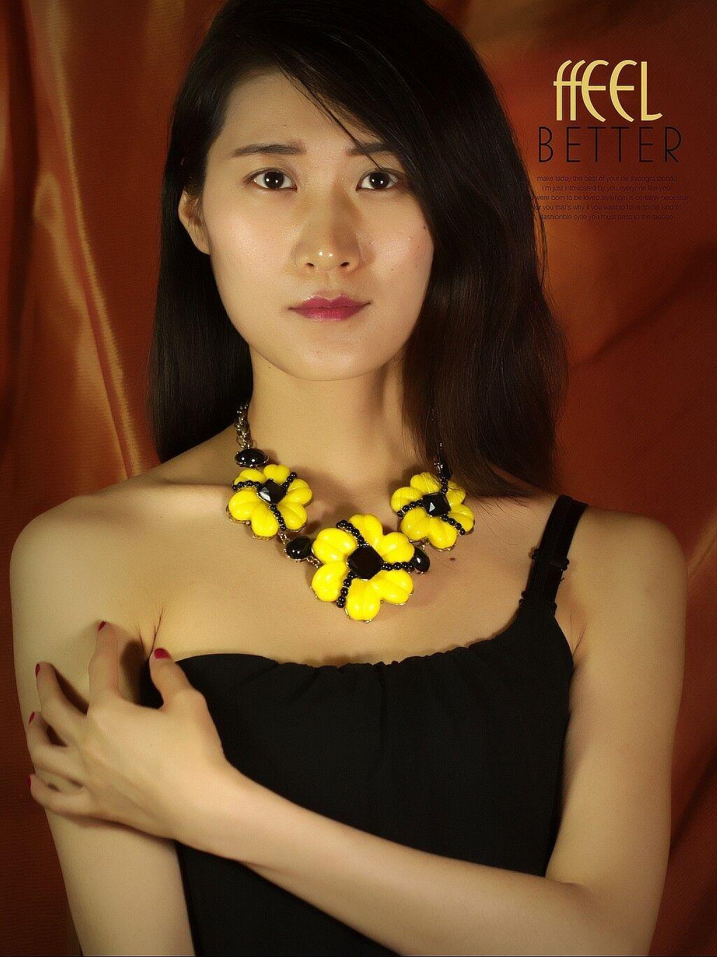 Collar Corto Dorado Grande Flor yellow black Original Retro OSC 5