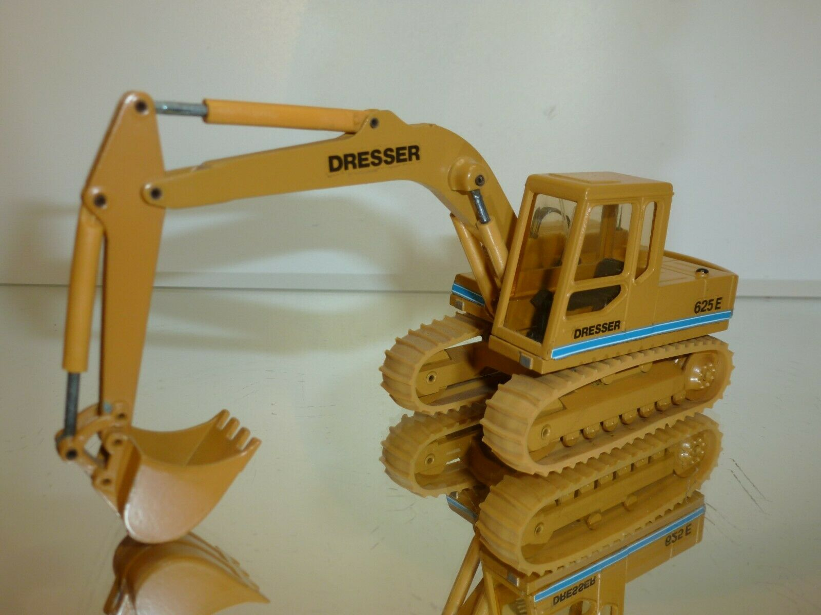 CONRAD DRESSER 625E EXCAVATOR - MUEstrellaD 1 50 - VERY GOOD CONDITION