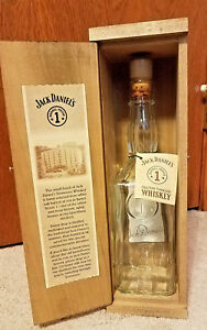 Jack-Daniels-1994-Collectible-Barrel-House-1-Wooden-Box-Empty-Bottle-Hang-Tag
