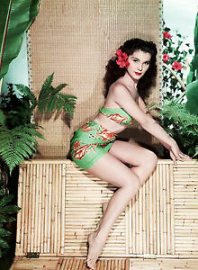 PHOTO-DEBRA-PAGET-11X15-CM-1
