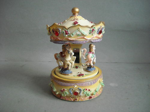 Spieluhr Spieldose Karussell Pferde NEU   MB-1058