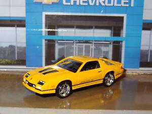 1982-92-Chevrolet-Camaro-V-8-Z28-Iroc-Z-1-64-Escala-Replica-Maqueta-Coleccion-E