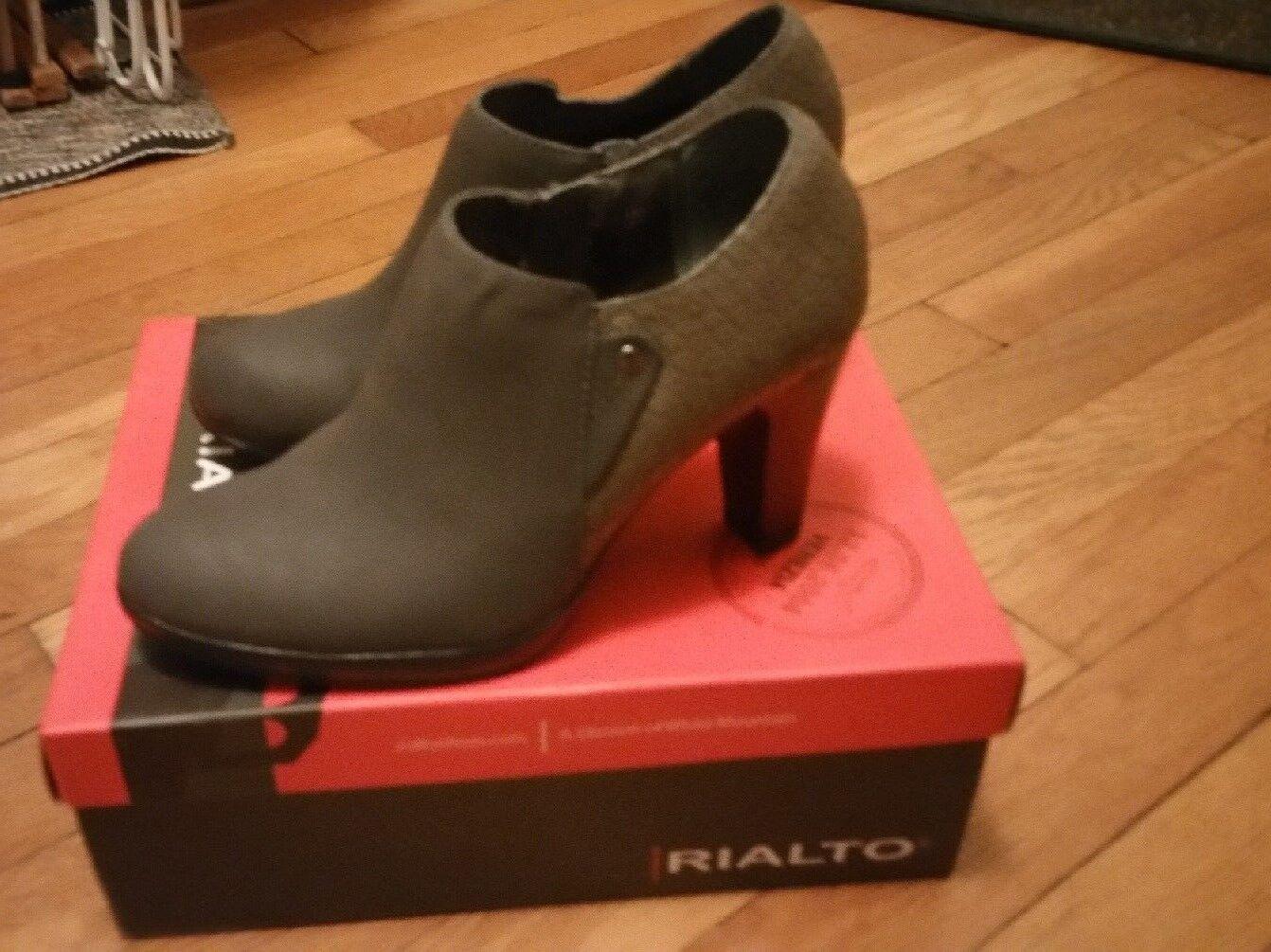 RIALTO Women's Almond Toe Ankle Fashion Boots   Size 8