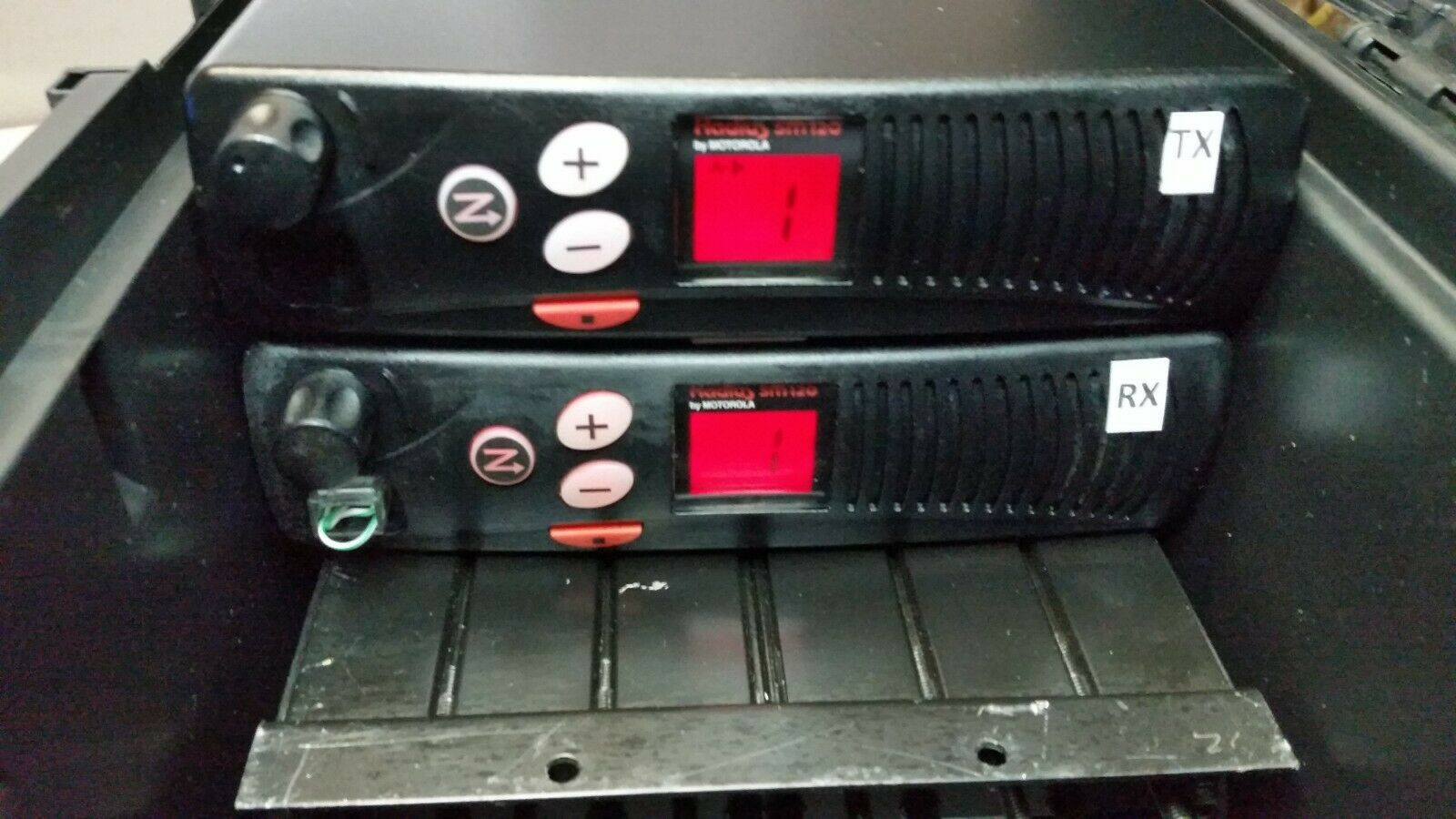 MOTOROLA REPEATER 8 CH GMRS UHF NEW DUPLEXER MIC FREE PROGRAM . Available Now for 498.00