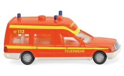 #060701 - Wiking Vigili Del Fuoco-ambulanza (mb Binz) - Tagesleuchtrot - 1:87-mostra Il Titolo Originale Saldi Di Fine Anno
