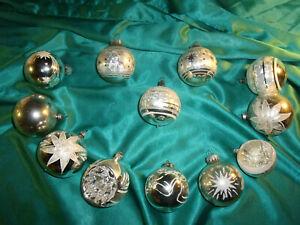 12-alte-Christbaumkugeln-Glas-silber-Eislack-Reflexkugeln-weiss-Blumen-Sterne