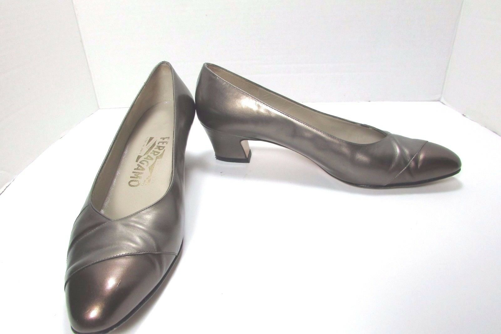 Para mujeres cuero de de de becerro Salvatore Ferragamo Marrón oro Vestido Zapatos tamaño nos 7 B  marca de lujo