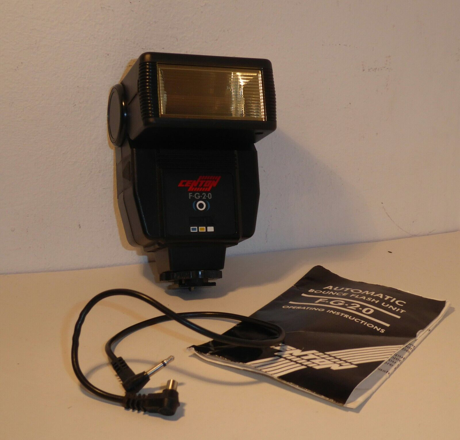 COMPACT CENTON F230 BOUNCE FLASH for MANUAL FOCUS 35mm FILM SLRs