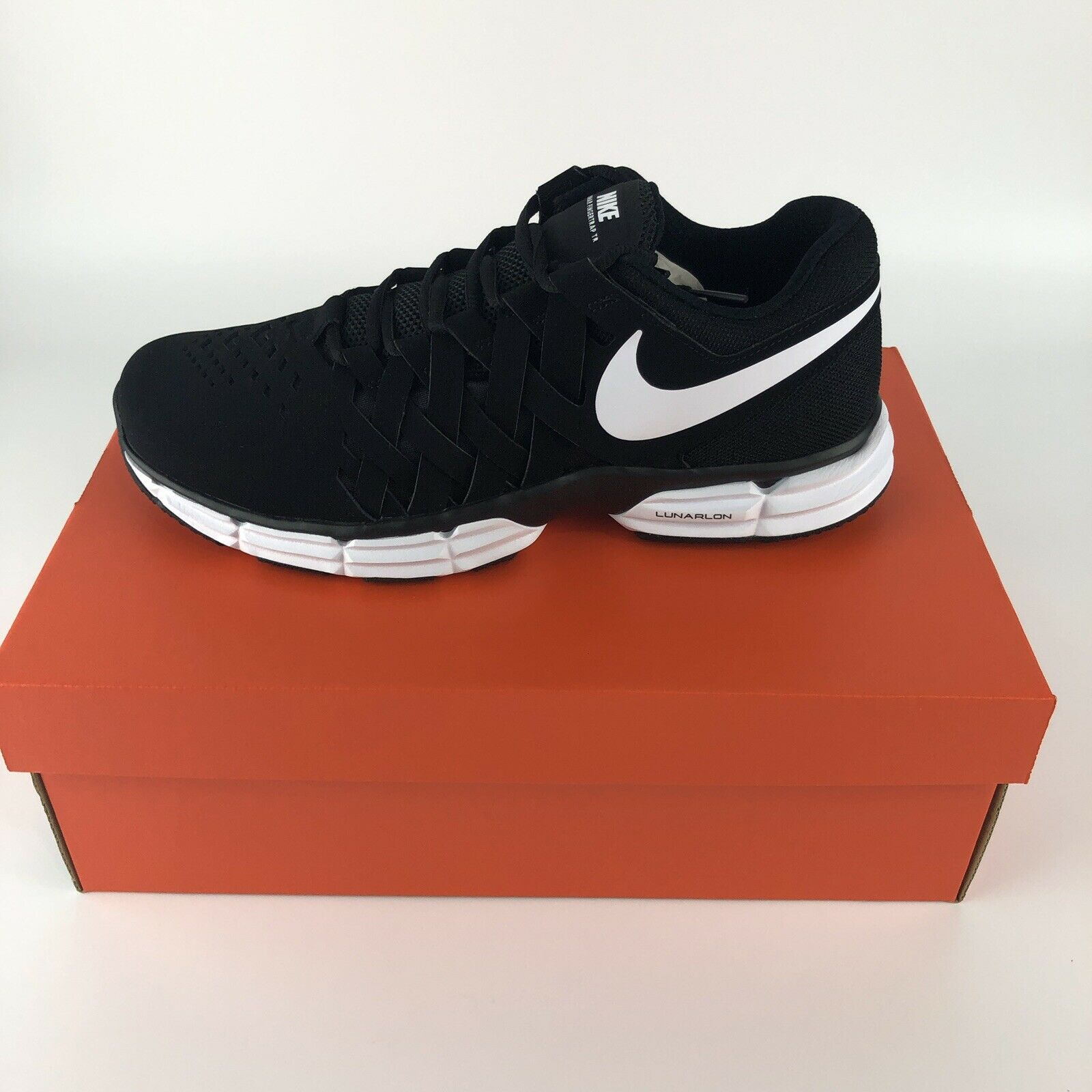NEW Nike Lunar Mens Size 8.5 Fingertrap TR Trainer shoes Black White 4E Wide