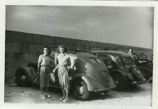 PHOTO ANCIENNE - VINTAGE SNAPSHOT - VOITURE AUTOMOBILE FEMME PARKING - CAR WOMAN