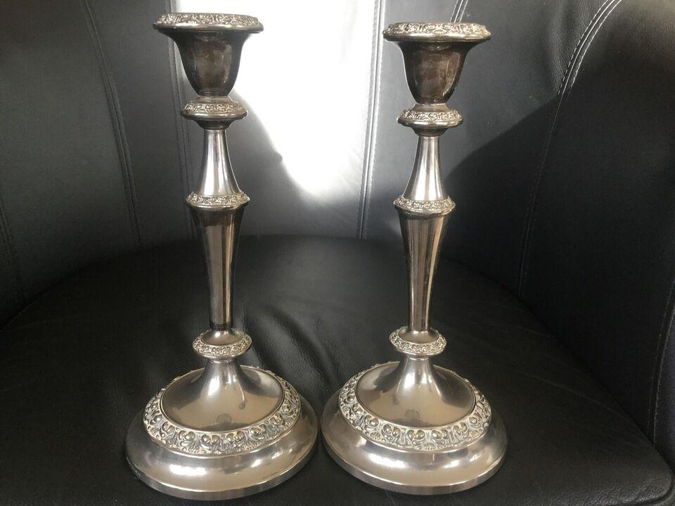 2 gl. høje lysestager, Engelske