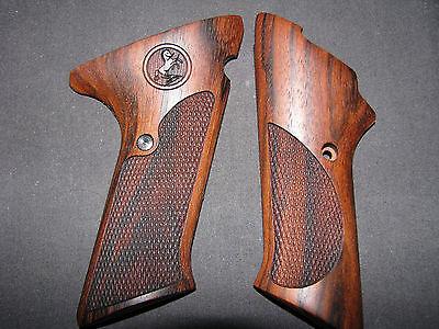 Colt Woodsman 2nd Series English Walnut Chk w//o Thumbrest Pistol Grips w//Logo