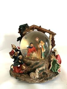 "Vintage  Nativity Snow Globe Music Box ""Oh Little Town of Bethlehem""  6x6.5"""