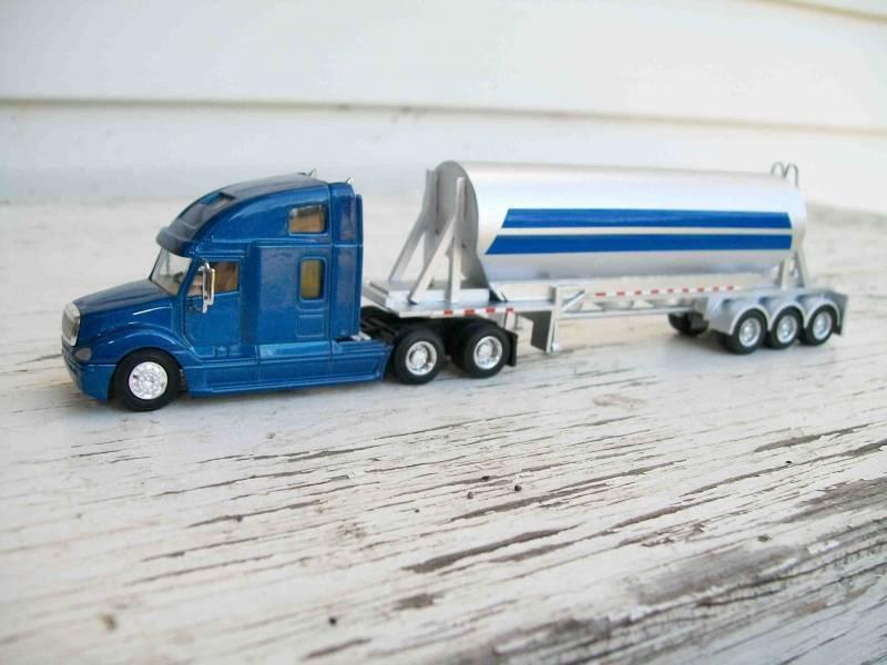 HO 1 87 PR Freightliner w 3-Axle Cement Trailer Custom Built Unit