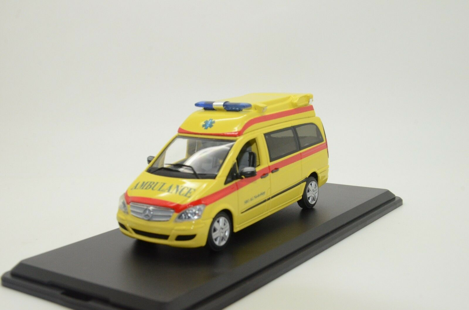 Mega RARE    Mercedes Vito Ambulance Custom Made 1 43