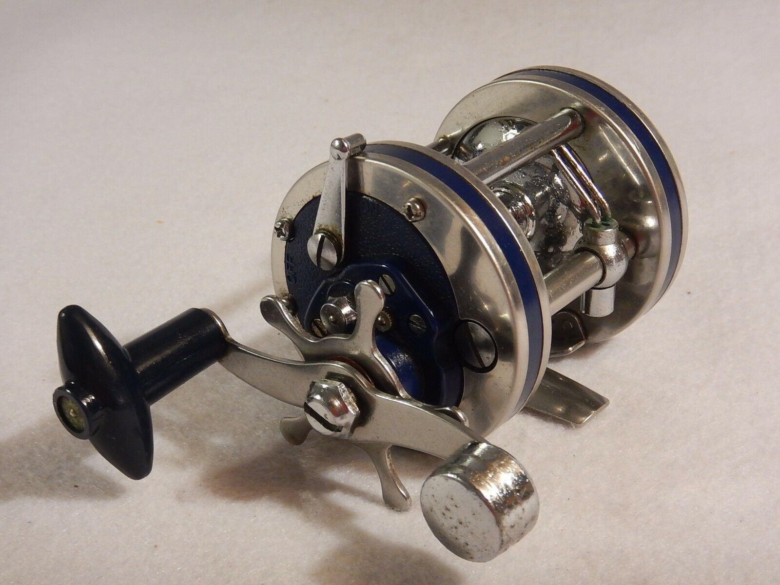 Vintage bluee Olympic Dolphin 621-LW Top Quality Bait Cast Reel Very Nice Cond