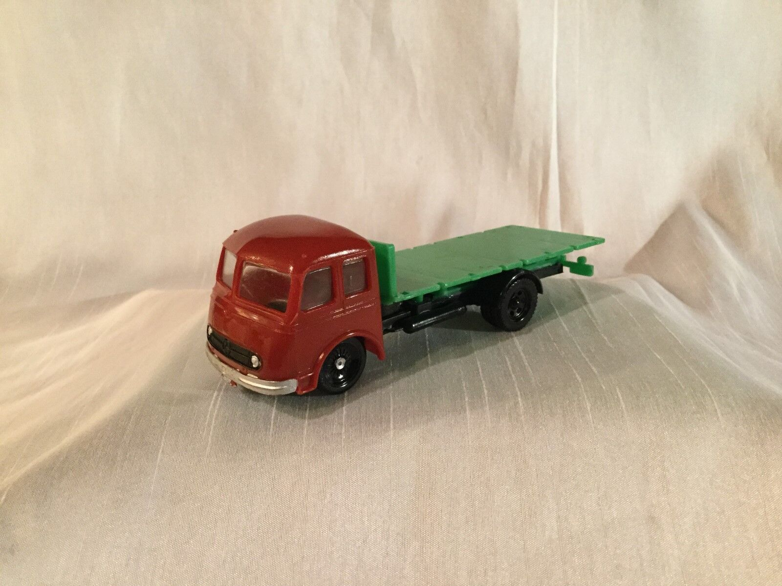 Siku plástico irán v88 mercedes LP 315 camiones