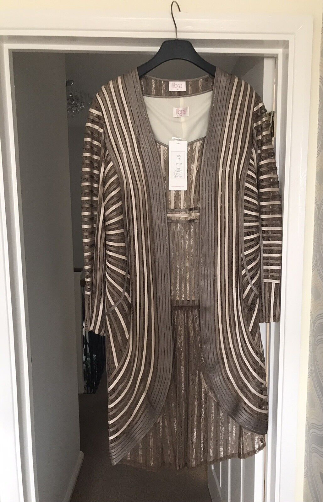 Stunning Wedding Guest Top and Jacket, looks great with cream trousers, Size 18