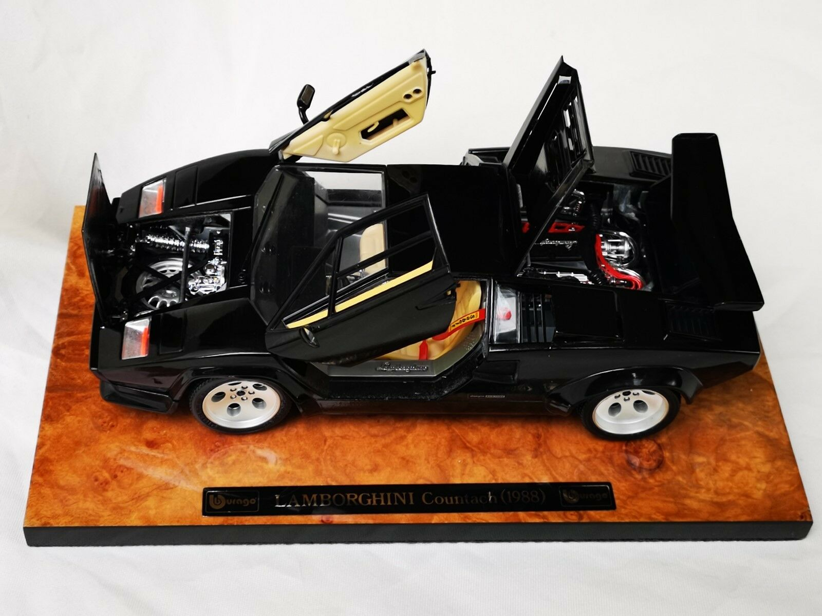 BBburago Lamborghini Countach (1988) no. 3737 1 18 Boxed