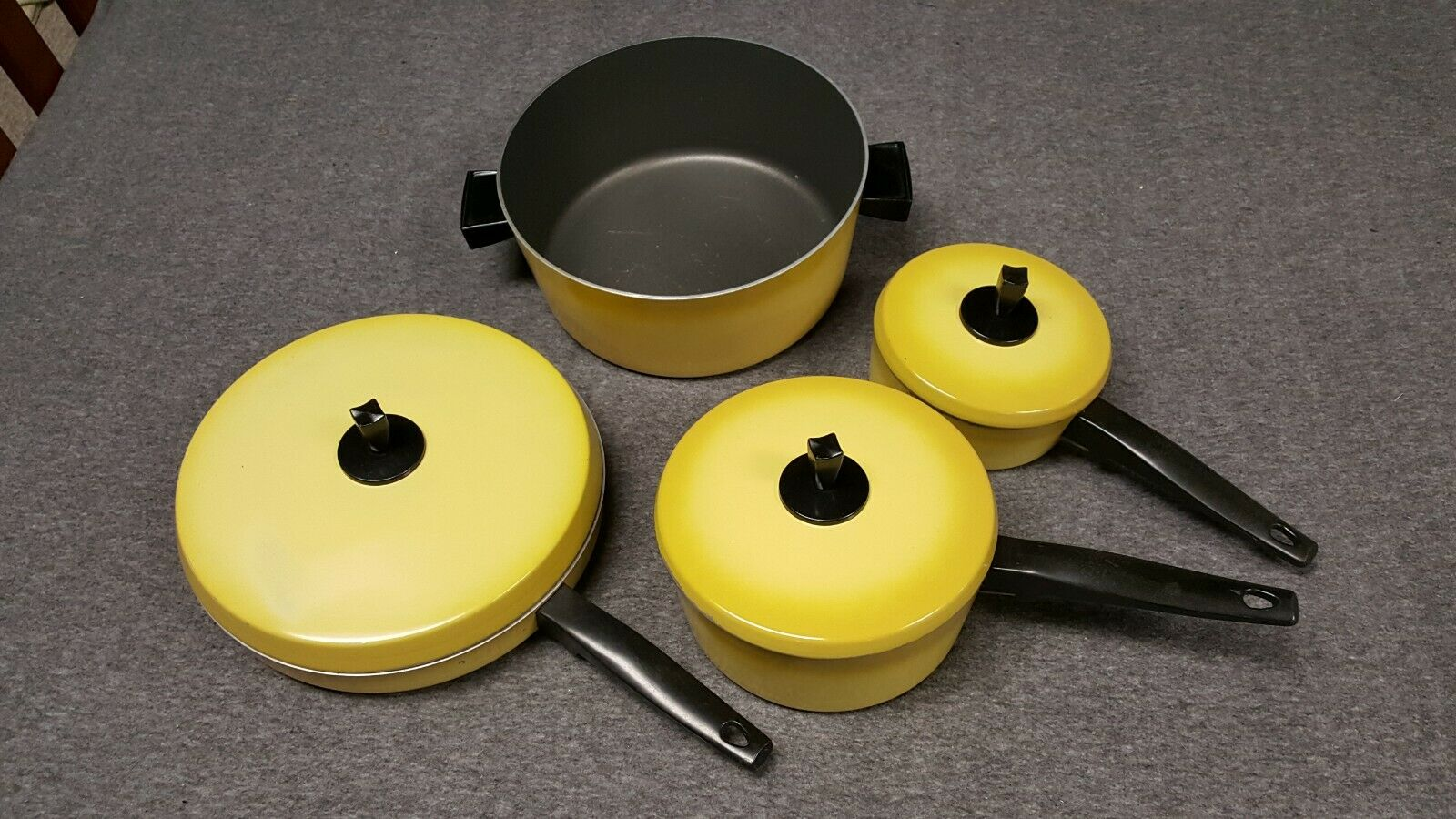Vintage 70'-80's Cookware Pot/Pan Set 7 Piece Yellow Nice Condition MADE IN USA