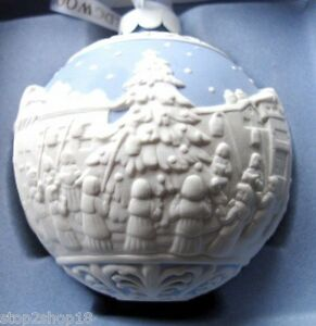 Wedgwood-CAROL-SINGERS-Christmas-Ball-Ornament-Blue-White-Relief-Porcelain-NEW