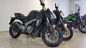 bajaj dominar 400 naked bike 400 ccm motorrad 4 farben. Black Bedroom Furniture Sets. Home Design Ideas