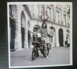 POSTCARD-VELO-SOLEX-PARIS-1964-mode-PHOTO-carte-place-vendome-ALEXANDRE-SAVIN