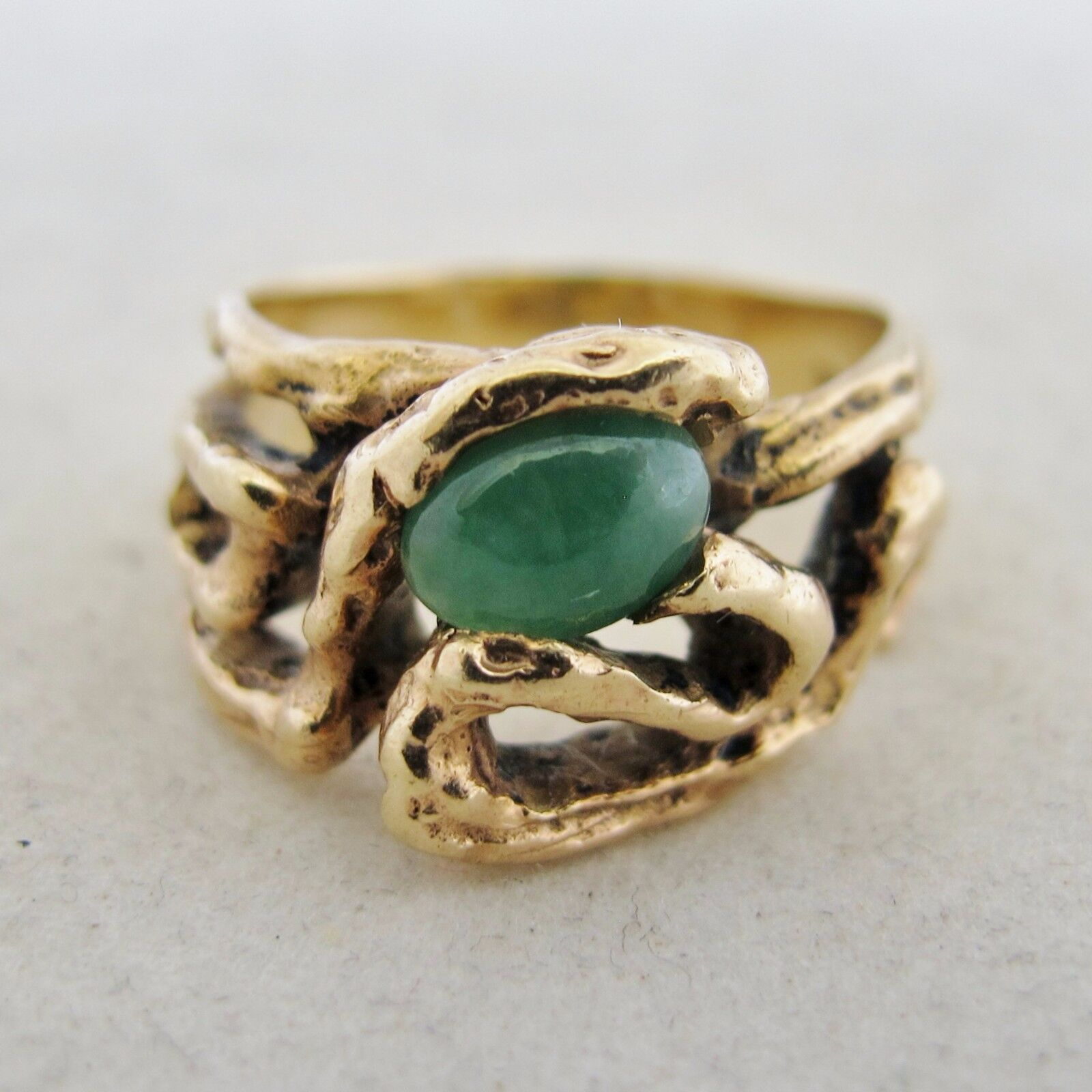 Vintage 14K gold Unisex Ring with 7.5mm Green JADEITE Jade  (7.5 grams, size 7)