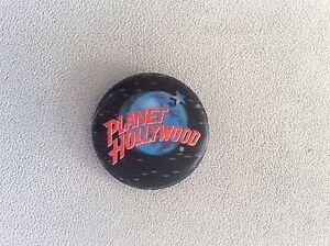 Pin-Planet-Hollywood-Anstecker-4-5-cm-fuer-Fans-Sammler-Anstecknadel