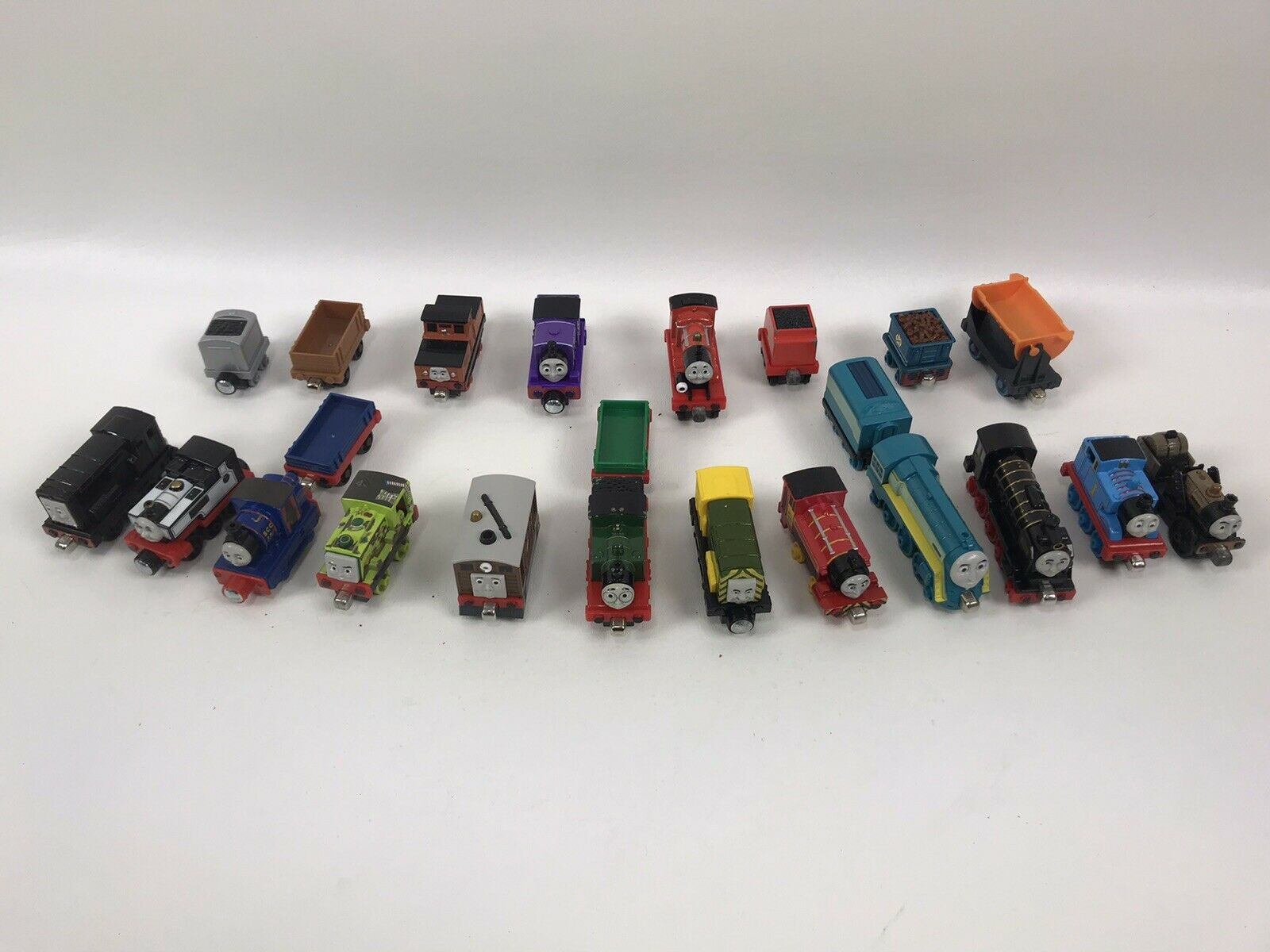 Thomas the Train Metal Diecast Magnetic Train Lot 23 Pieces Engines and Cars