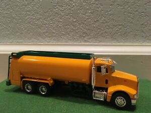 HOME HARDWARE French Version 1//64 Scale 2001 Peterbilt 385 Delivery Truck