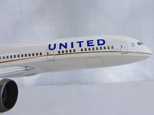 UNITED-Boeing-787-9-DREAMLINER-1-200-Hogan-0069-Limox-LI0069GR-787-B788-Airlines