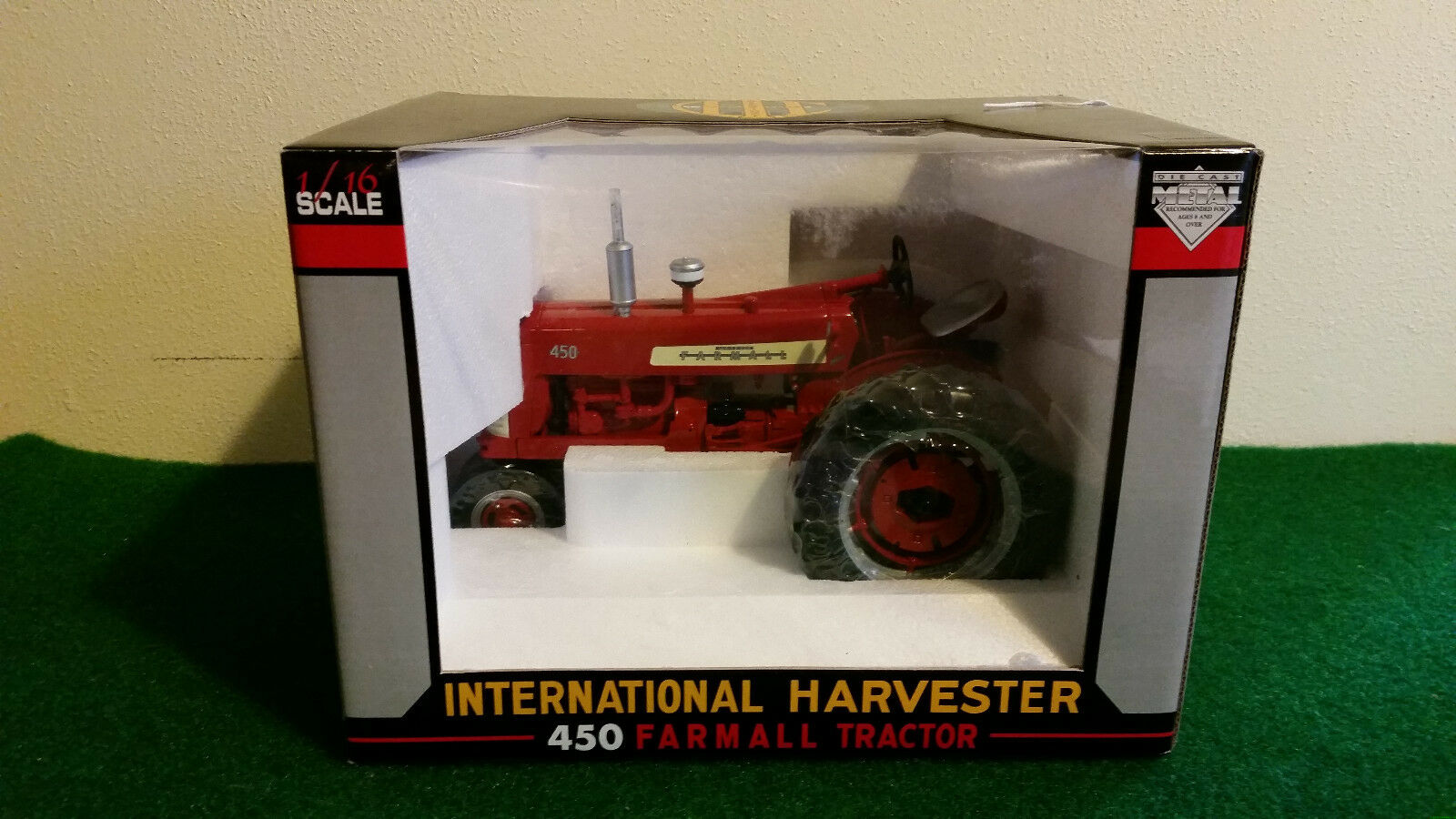1 16 International Farmall 450 Tractor