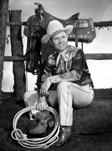 OLD-CBS-RADIO-PHOTO-Radio-Western-Singing-Star-And-Actor-Gene-Autry-5