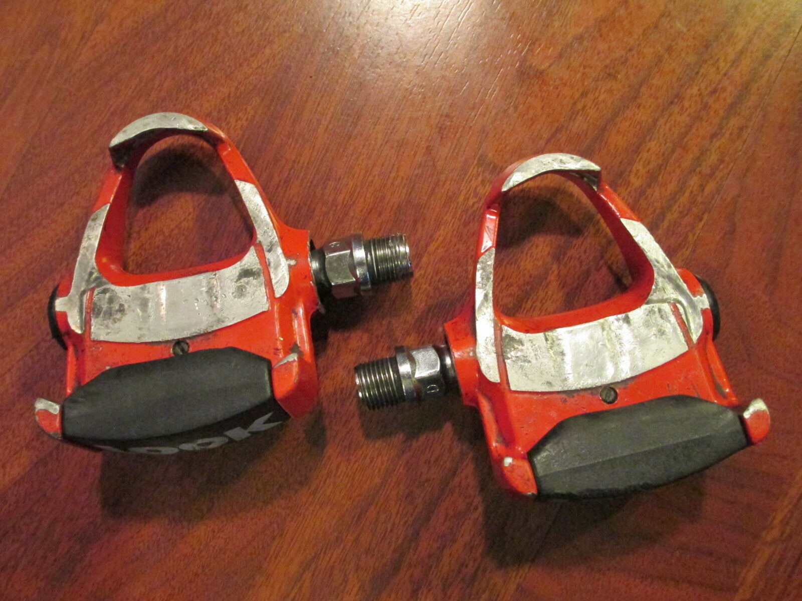 VINTAGE OLD SCHOOL RETRO LOOK RED CLIPLESS PEDALS