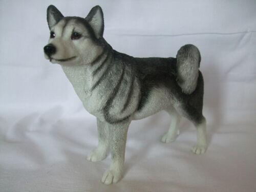 chien   HUSKY DEBOUT Statue de collection LEONARDO
