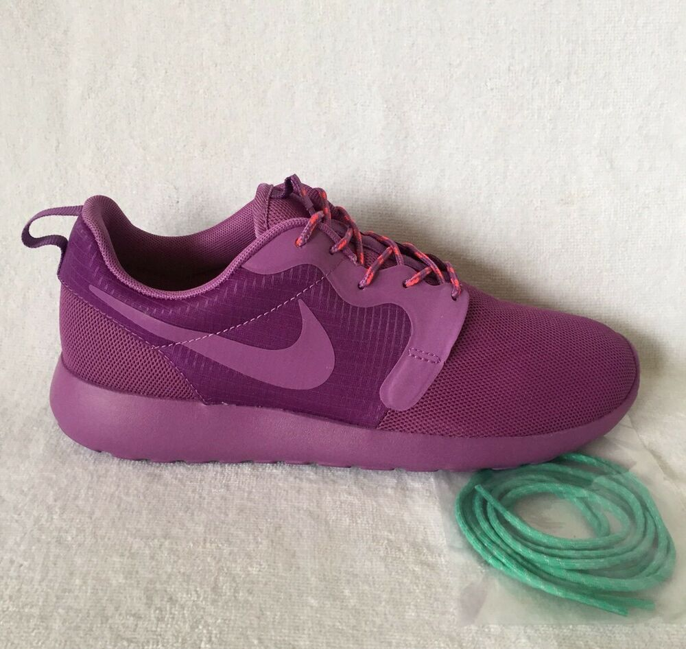 Nike Roshecourir Hyperfuse taille 4.5 (UK) Entièrement neuf dans sa boîte-