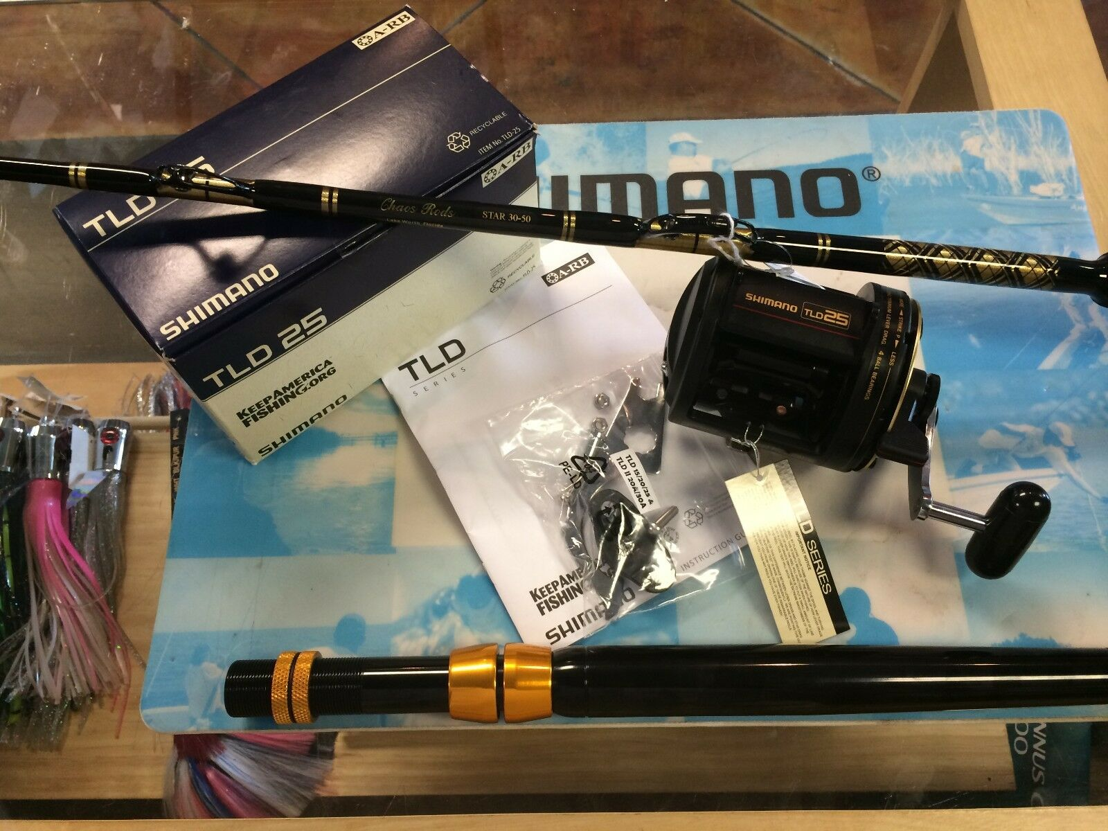 Shimano TLD 25 Conventional Reel wCHAOS STAR 30 AFTCO Roller Rod Combo