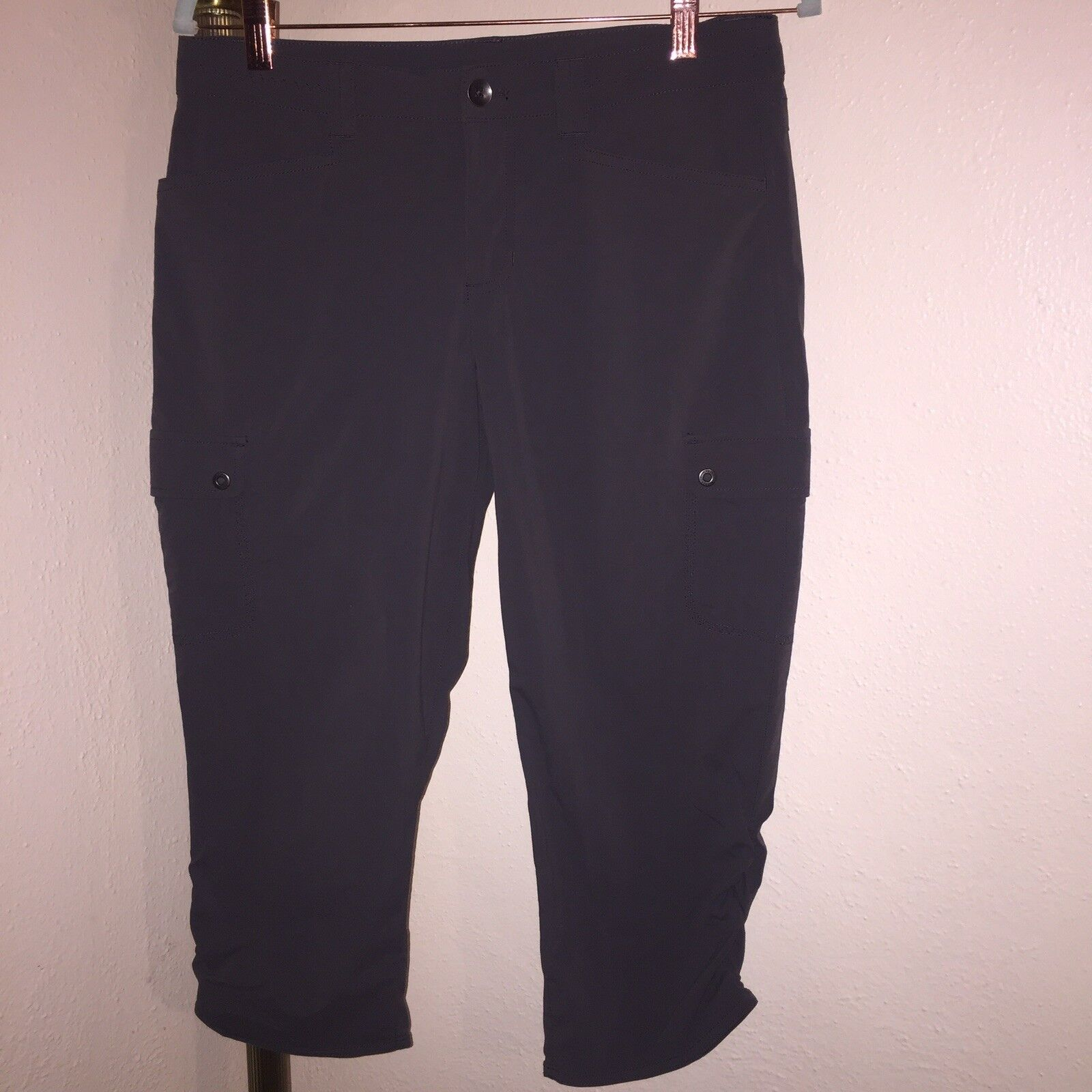 NWOT Women's Eddie Bauer Stretchy Travex  Capris Size 6  is discounted