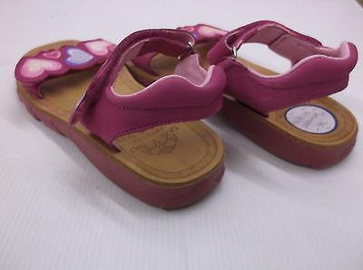 Braqueez Herz New Girls Open Toe Leder Sandale in Fuchsie