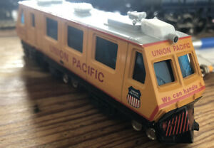 HO gauge Union Pacific Track Evaluation Car EC1 Track Cleaner Sweeper Used