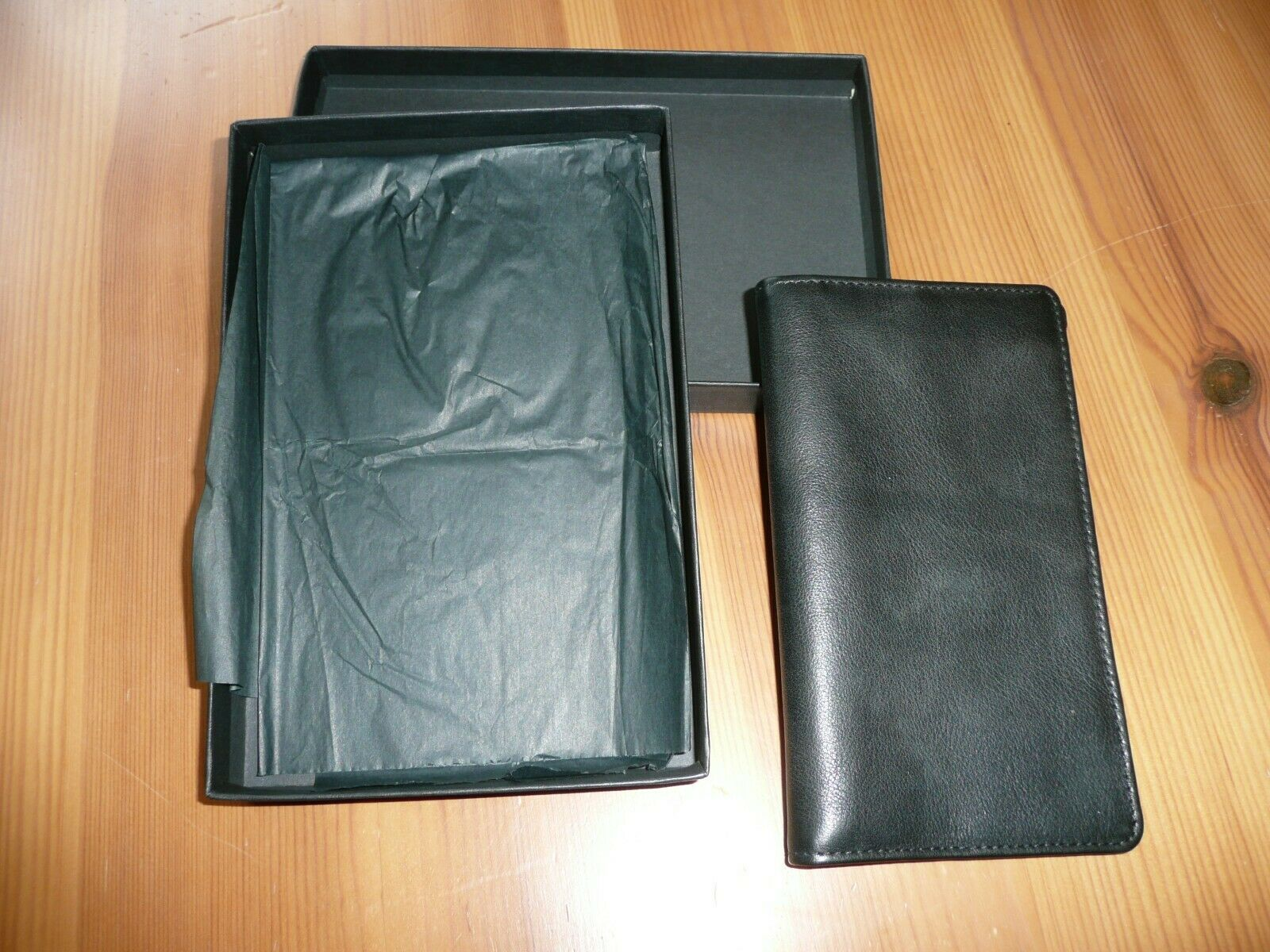Daines and Hathaway Men's Tall Leather Wallet New in Box Chocolate Brown