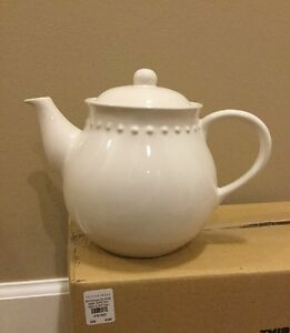 NEW-Pottery-Barn-Emma-Teapot-White-tiny-Issue-on-Spout